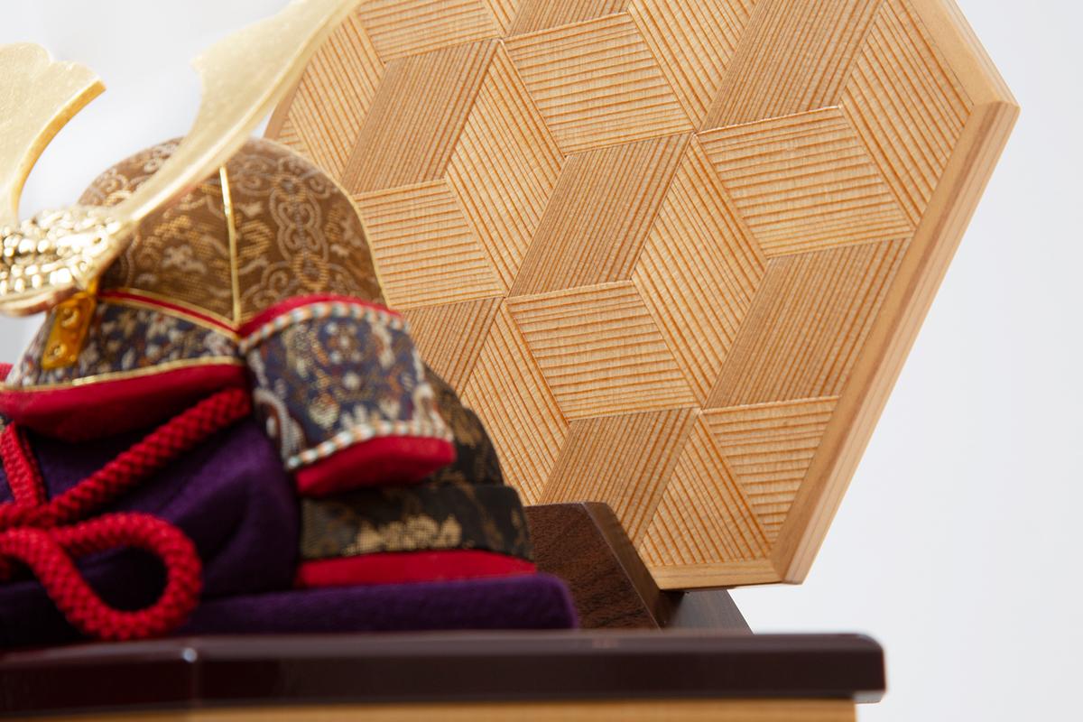 シンプルでモダンな本品には、次世代に伝えていきたい6つの日本伝統技術が集結しています。6つの日本伝統工芸をコンパクトにした、木目込の「プレミアム兜飾り」| 宝輝 | 柿沼人形