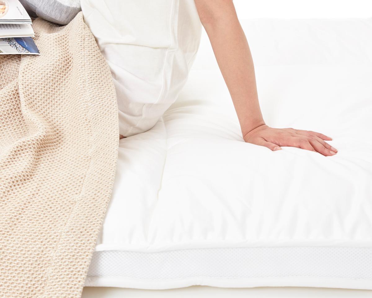 あっという間に寝つけて、翌朝はすっきり目覚めて、肩や腰に痛みや疲労感もナシ。|整形外科医銅冶英雄(どうや・ひでお)先生が考案した、硬柔2層構造が、体のカーブを正しくキープしてくれる折りたたみ型の腰痛対策マットレス・ベッドパット|ドウヤメソッド