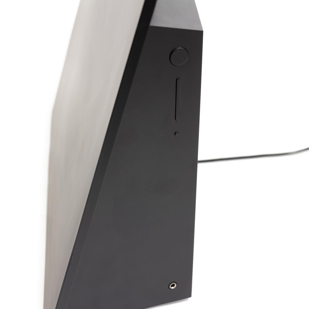 パワフルでふくよかな重低音と澄んだ高音域がバランス良く響き渡り、アーティストがすぐ側で歌っているかのような臨場感のあるサウンドデザインを実現したスピーカー|Lyric Speaker Canvas