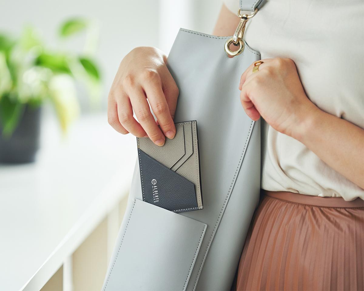 キャッシュレス過渡期の今にぴったりの、「フタ」がない財布。無理なくミニマムを極めた、「薄い財布」の傑作(長財布、二つ折り財布、パスケース、カードホルダー)|ALBERTE
