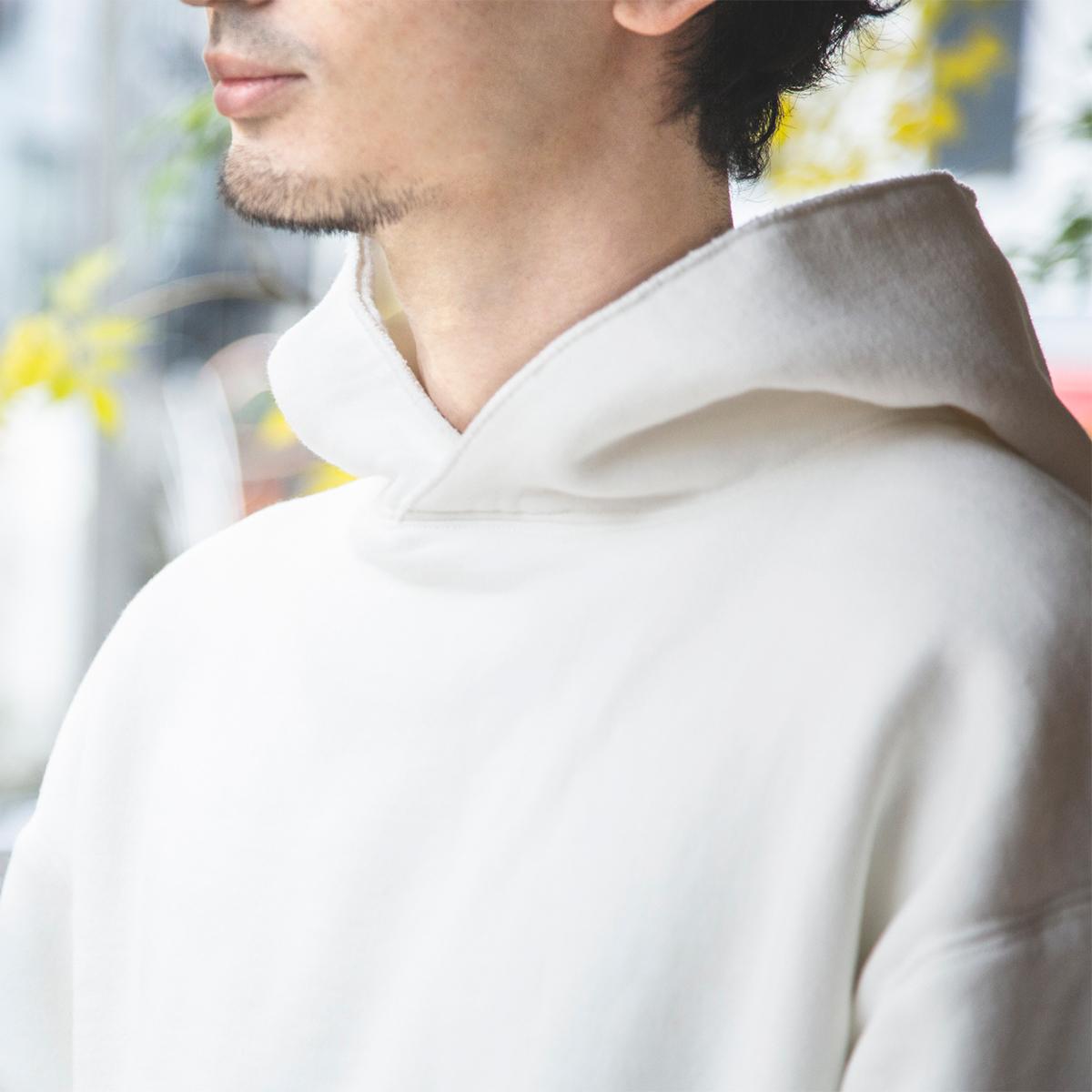 スポルディング社の名作の復刻版。ホワイト・グレーの2色で手持ち服との相性も一層幅広くなった「サイドラインパーカ」|A.G. Spalding & Bros