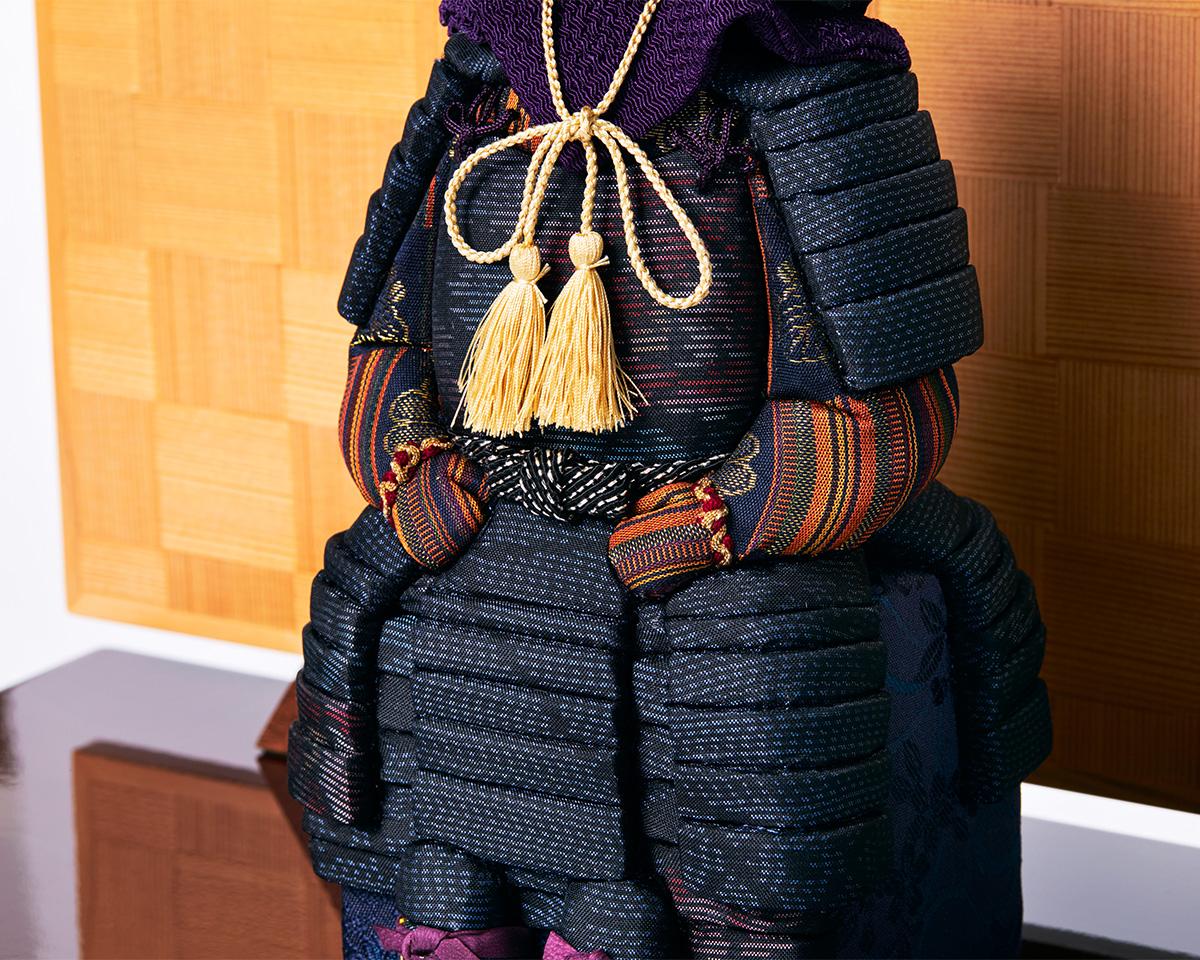 生地:京都西陣織の正絹|次世代に伝えていきたい最高峰の日本伝統技術を結集させ、コンパクト・モダンに。リビングや玄関に飾れる「プレミアム鎧飾り・五月人形」