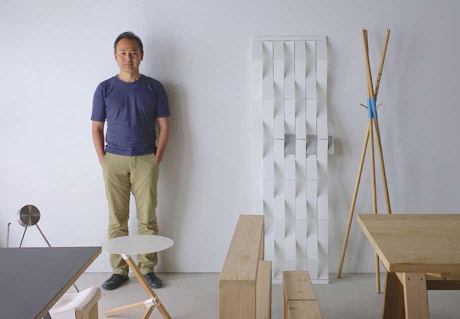 建築家の芦沢啓治氏による設計のミニマムなデザイン。色違いの棚板を入れ替えるたびに、新鮮な空間づくりができる「シェルフ(棚)」DUENDE Marge Shelf(デュエンデ マージ シェルフ)
