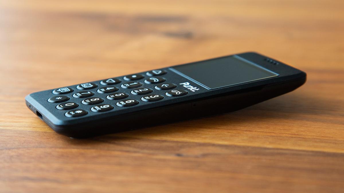 小型なので片手での操作がとてもスムーズ。スーパーノーマルな美しさの携帯電話・ミニマムフォン|Punkt.(プンクト)