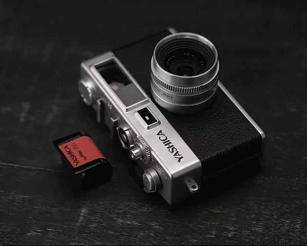 懐かしのフィルムカメラ感覚で、誰でも「味のある写真」が撮れるトイデジカメ YASHICA