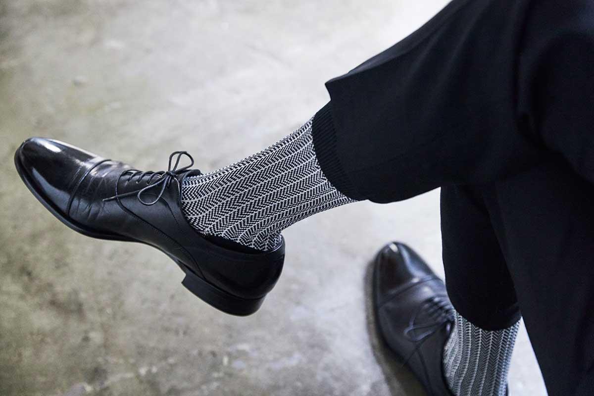 美しい編み目と柄の「ビジネス用」が、足元をスマートに見せてくれます。涼しい夏の靴下|消臭効果、サラサラ効果が続く、美濃和紙を使った和紙靴下・和紙ソックス