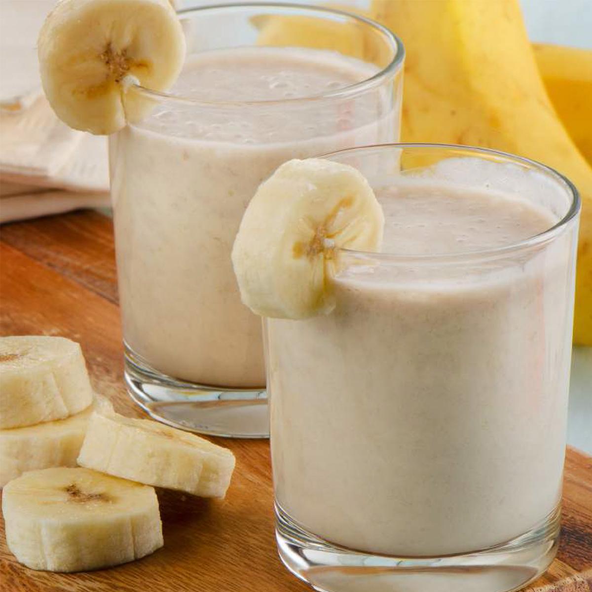 バナナと牛乳のスムージー|氷も皮付き野菜も滑らかなスムージーに…パワフルな小型ブレンダー|ferrano