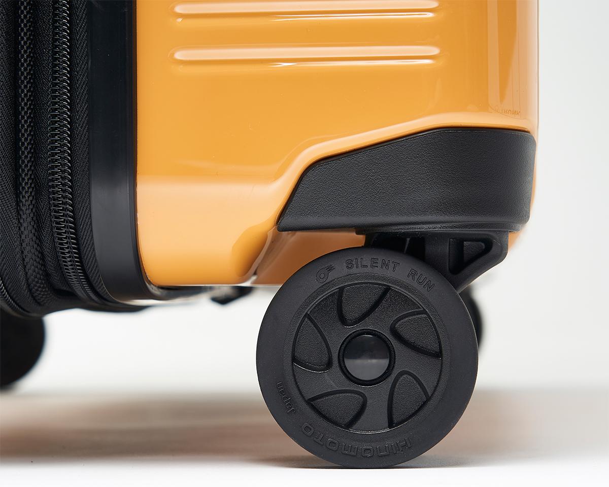 日本のパーツメーカー『HINOMOTO』製のキャスターを採用した、機内持ち込み用(37L)&長期旅行用(72L)スーツケースセット| RAWROW | R TRUNK LITE