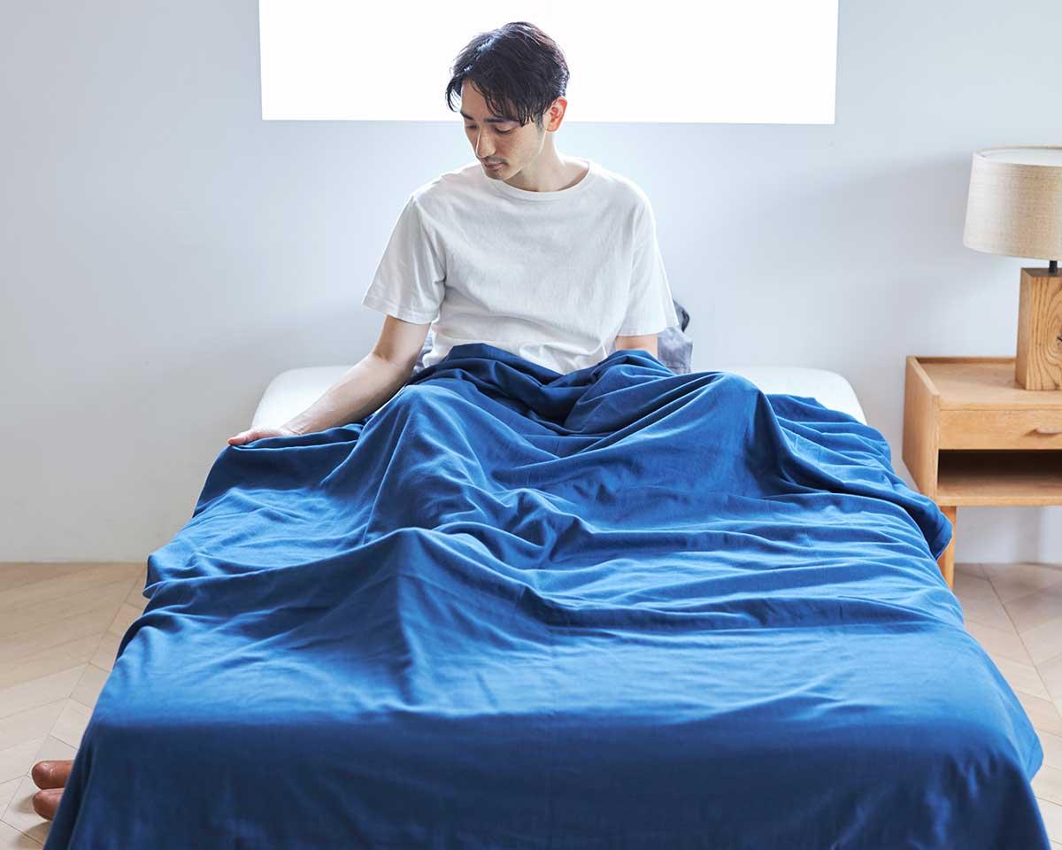 寝ている間の汗をたっぷり吸って、どんどん蒸発してくれる。届いたその日から、肌にふんわりなじむ、柔らかい「ガーゼケット」|和晒し(わざらし)ガーゼカバーケット(肌掛け・布団)