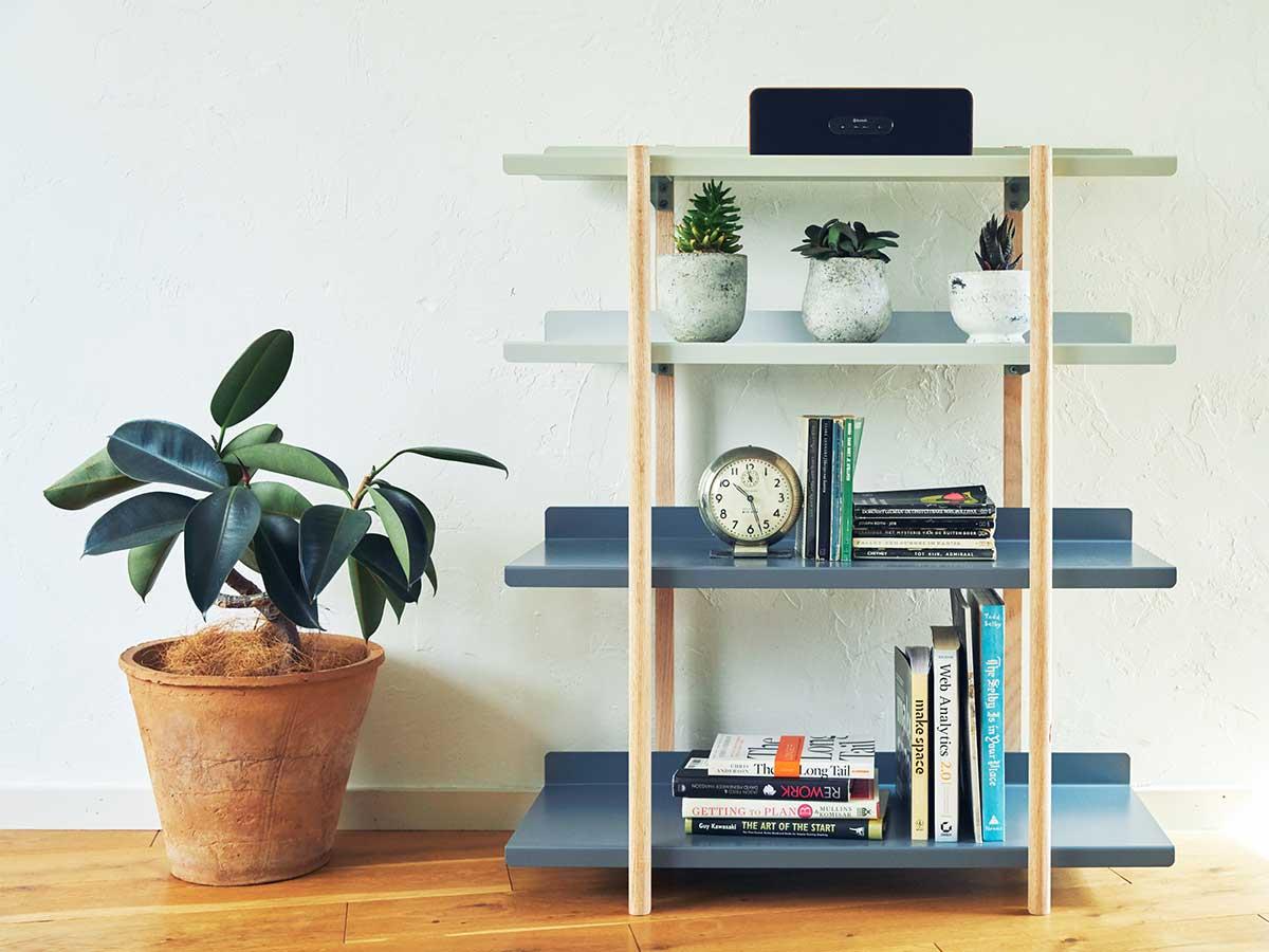 本、スピーカーに、よく使う仕事道具に。色違いの棚板を入れ替えるたびに、新鮮な空間づくりができる「シェルフ(棚)」DUENDE Marge Shelf(デュエンデ マージ シェルフ)