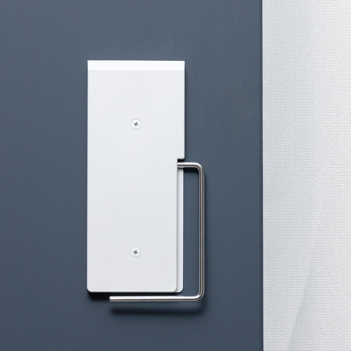 スマートに「壁掛け収納」できる。穴が目立たない極細ピンで、コードレス掃除機をスマートに壁掛けできるフック|Pinde(ピンデ)