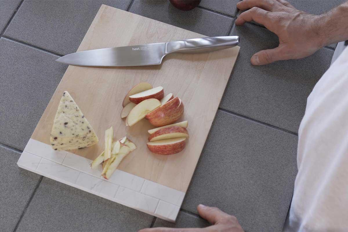 刃とハンドルの境目がないから清潔でメンテナンスもしやすい。極薄刃でストレスフリーな切れ味、野菜・肉・魚に幅広く使える「包丁・ナイフ」|hast(ハスト)
