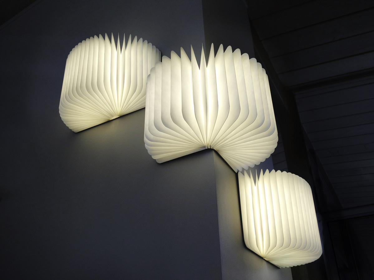マグネットで壁に固定もできるブックライト lumiosf ルミオ