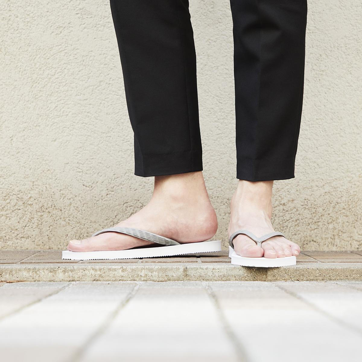 歩きやすい「3つのこだわり設計」のビーチサンダル|九十九(つくも)サンダル