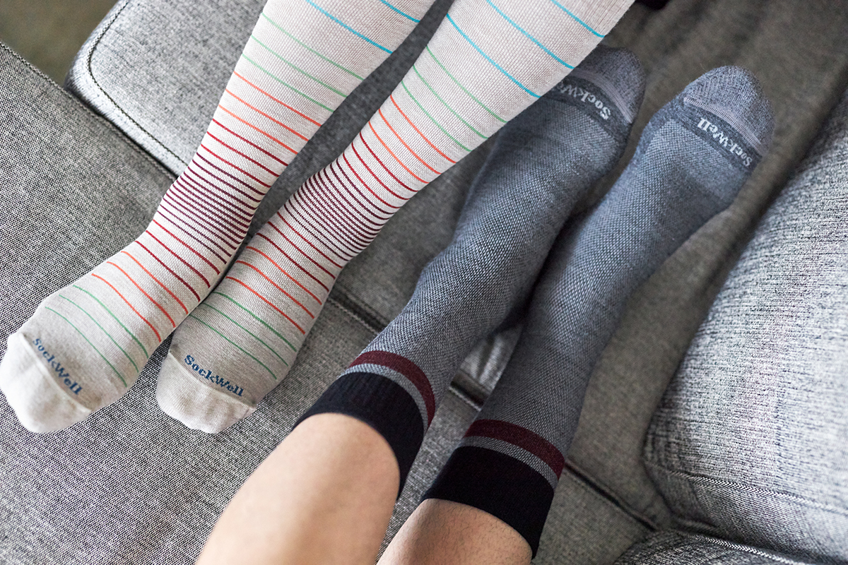 アメリカでは、足病学医師協会(APMA)の認証マーク付き。夏は涼しく冬は暖かいメリノウールを使用した、血液やリンパの流れをサポートする着圧ソックス(健康ソックス・靴下)|Sockwell(ソックウェル)