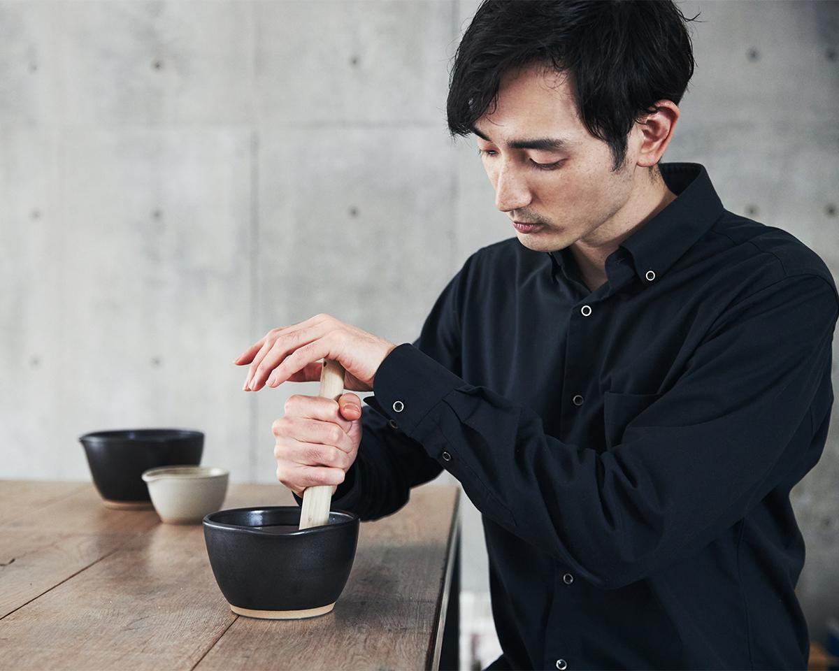 あたらしいレシピがどんどん生まれる魔法の調理器具。鉢の中で玉子サンドやポテトサラダが完成!そのまま器になる石見焼のすり鉢とすりこぎ棒|もとしげ