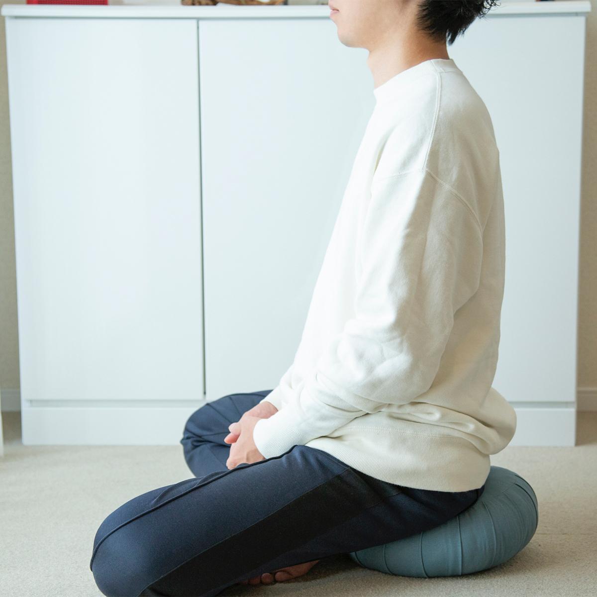 (4)マインドフルネスを習慣にし、日々のパフォーマンスを上げる。リビング坐禅のはじめ方|坐禅蒲団(坐蒲)・瞑想用クッション| ZAF(ザフ)