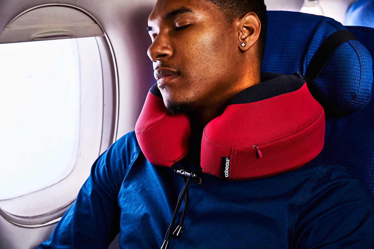 心地よさがまるで違う!空の移動が多かったプロバスケ選手が、自らの体験をもとに開発した「本当に心地よいトラベル枕」|cabeau
