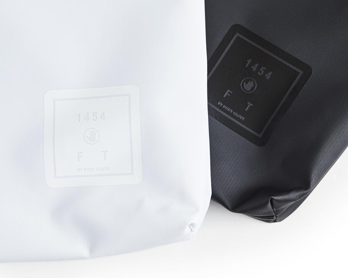 丈夫で軽い防水性のターボリン素材のクラッチバッグ