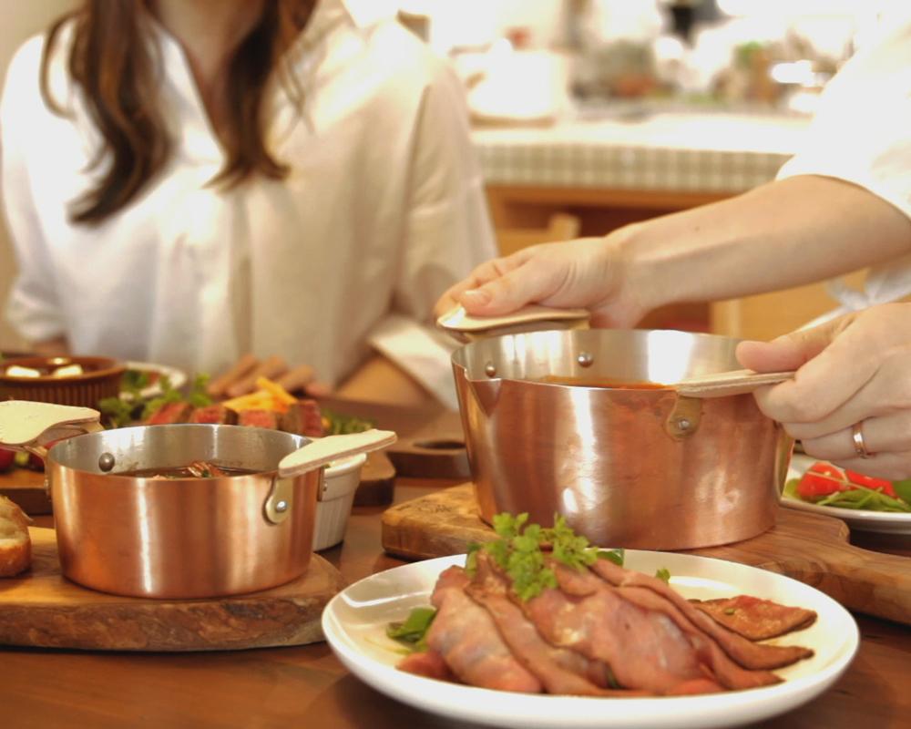 料理によって、鍋やフライパンの素材を使い分けるプロの料理人は多い100%純銅製の鍋とフライパン。調理器具のプレゼント選びに困った時のおすすめ5選