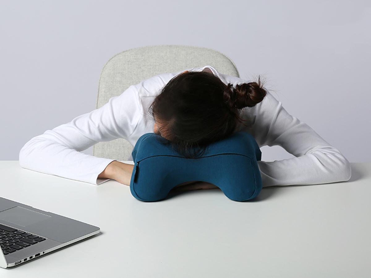 人間工学による設計で、映画鑑賞もごろ寝も「頭がラク」|ソファピロー