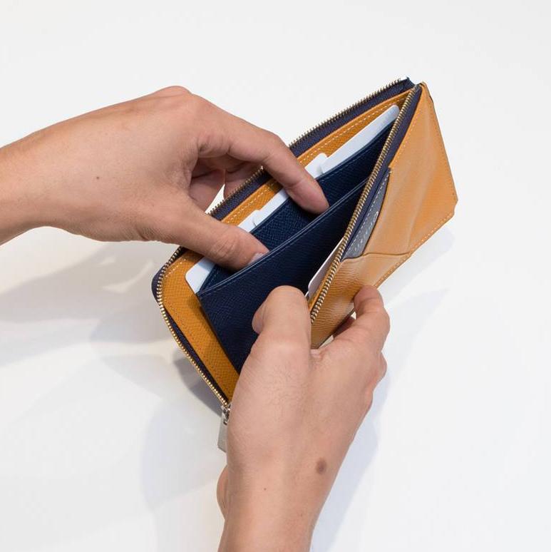出し入れがスムーズなコインポケット|カードを見える化、支払いも収納もスマートな革財布(ファスナー付き長財布)|ALBERTE