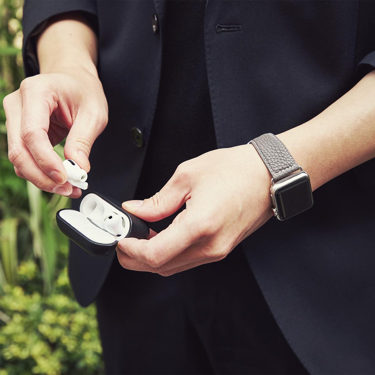 ビジネスシーンとも好相性。アクティブな腕元を洗練する、ワンタッチ着脱の「Apple Watchバンド」|EPONAS(エポナス)