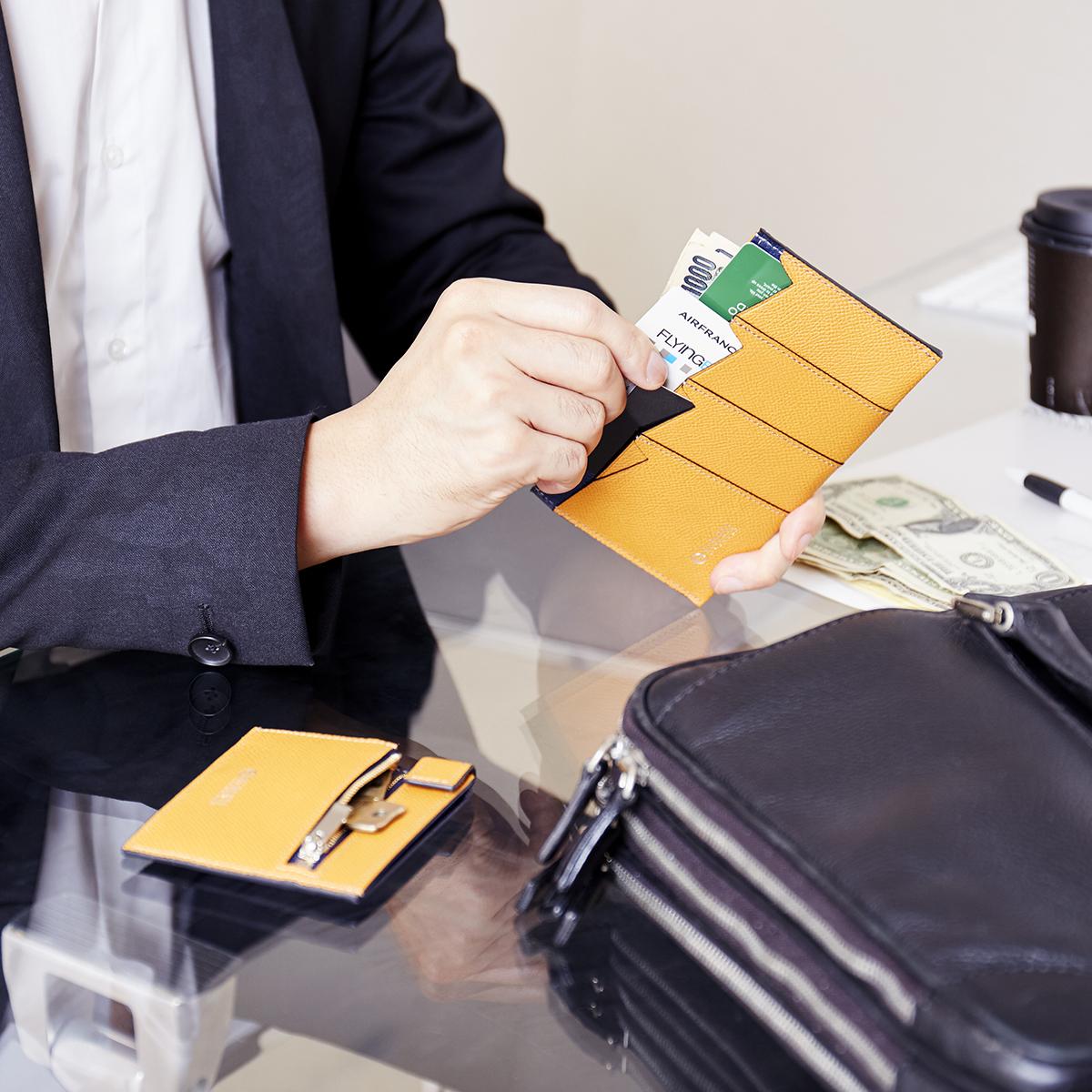 薄さと収納性を両立した、支払いも収納もスマートな革財布(札入れ)|ALBERTE