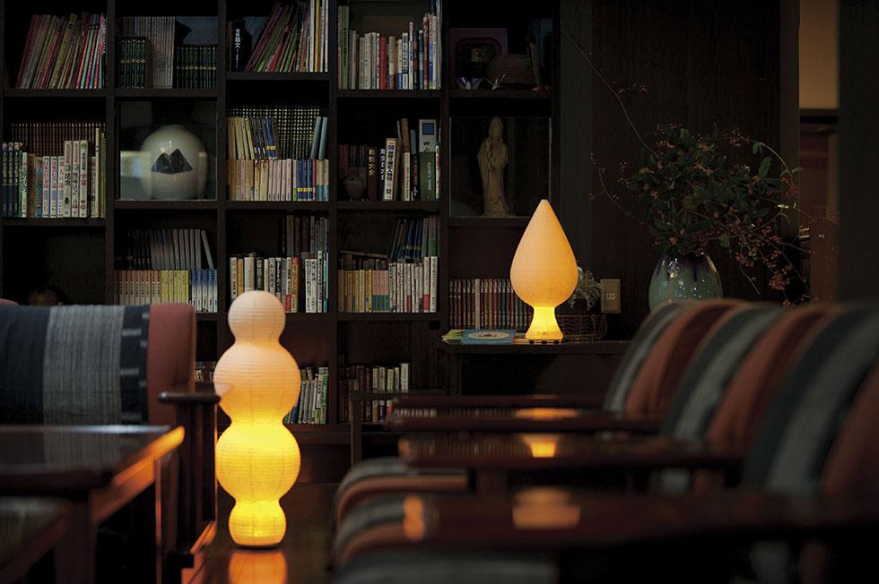 和室・洋室を問わず、モダンなリラックス空間になる提灯型ランプ(インテリア ライト 照明)| 雲 - 鈴木茂兵衛商店 SUZUMO CHOCHIN(すずも提灯)