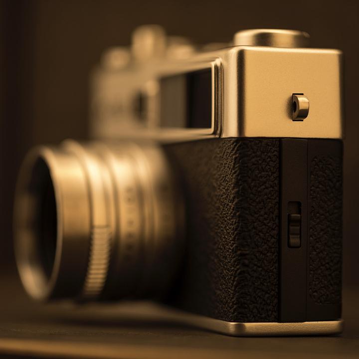 あなたを写真家にする魔法のカメラ。カメラアプリとひと味違う雰囲気ある写真が撮れるトイデジカメ YASHICA
