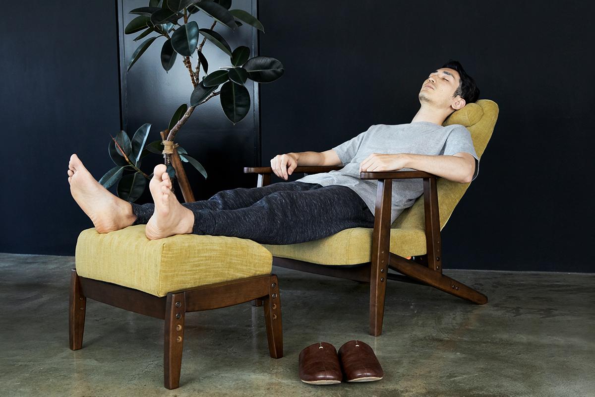 仕事に、趣味に、没頭した後は、とびきり気持ちいいうたた寝を。『P!nto』リビングチェアで、至福の寝落ちをぜひどうぞ。体にいい姿勢でリラックス!首も腰も好きな角度に調節できる寝椅子(リクライニングチェア)|P!nto