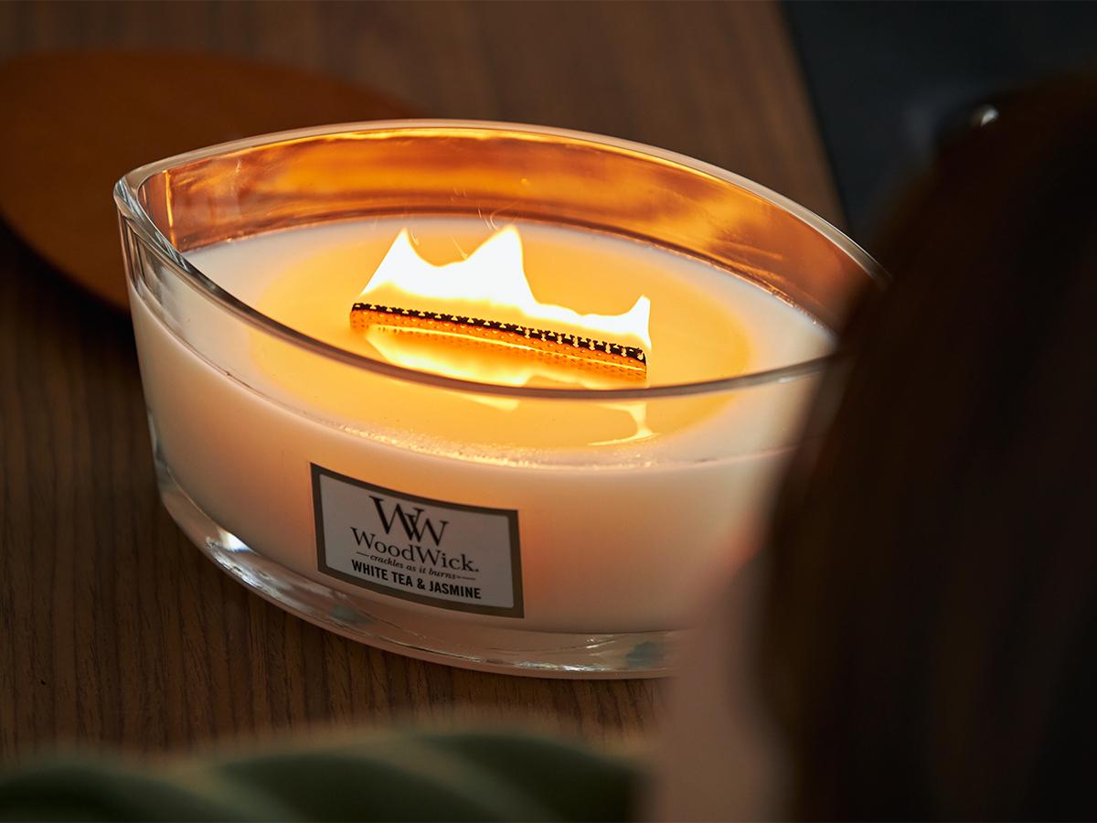 パチパチ、ボーボーと天然木が燃える音と、波のように燃えうねる炎 まるで小さな暖炉、パチパチと燃えうねる木製芯の「アロマキャンドル」 WoodWick(ハースウィックキャンドル)