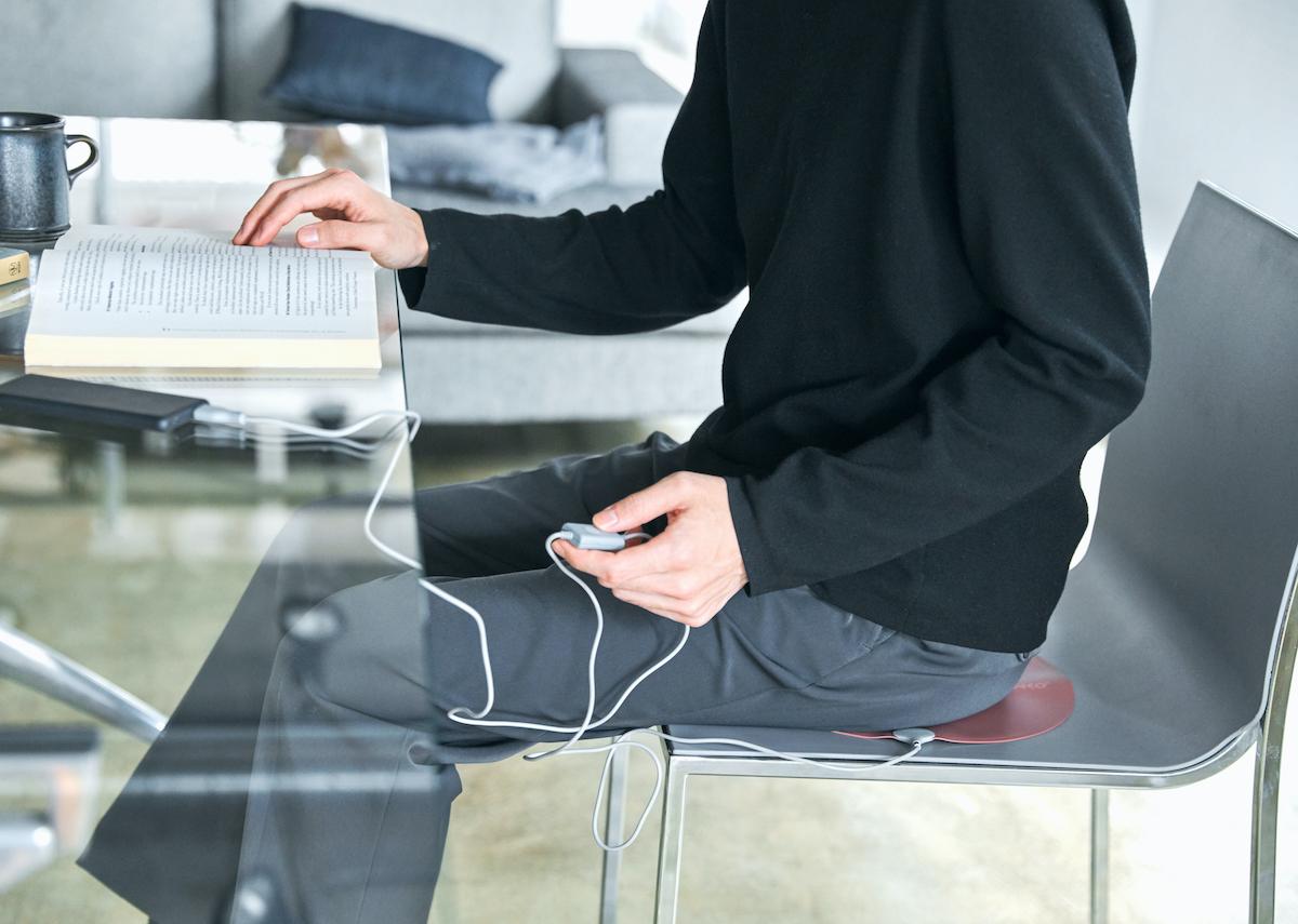 薄いからどんな形状のイスでもフィット感抜群。シートを敷いている違和感もほとんどありません。インクで安全発熱するシート型ヒーター「USB式温熱マット」|INKO(インコ)