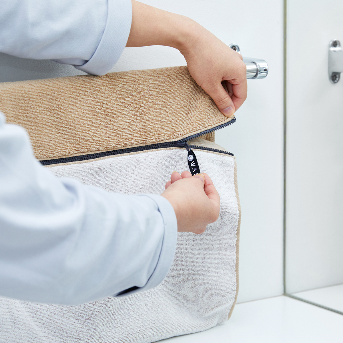 ふわっふわの肌触りで、お風呂上がりに羽織ると、実に気持ちいい!毎日のお風呂や、ジムの運動後が楽しみに。酸化チタンと銀の作用で、生乾き臭・汗臭の菌を分解する「タオル」|WARP