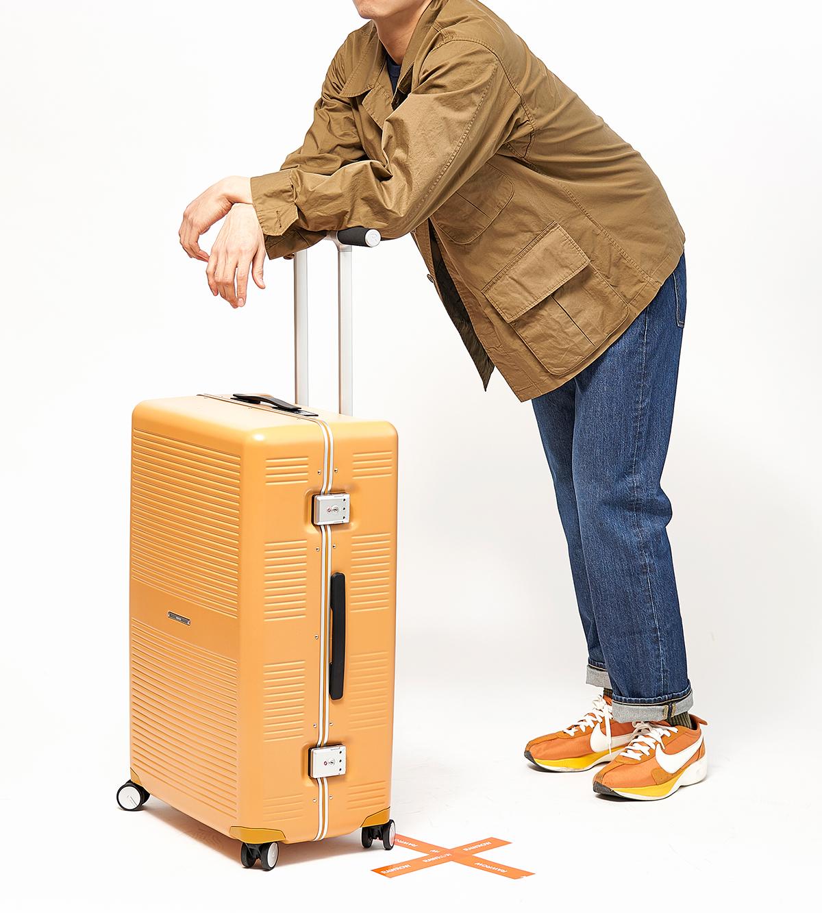 国内旅行、海外旅行、ビジネス、留学、出張、長期滞在に。気の利く設計であなたの旅路に寄り添うスーツケース(88L・7泊〜)|RAWROW
