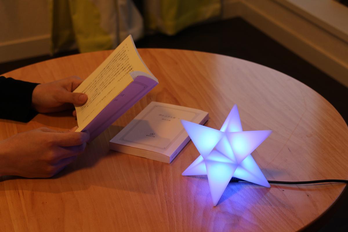 読書灯にもなる聖晶石のようなおしゃれライト