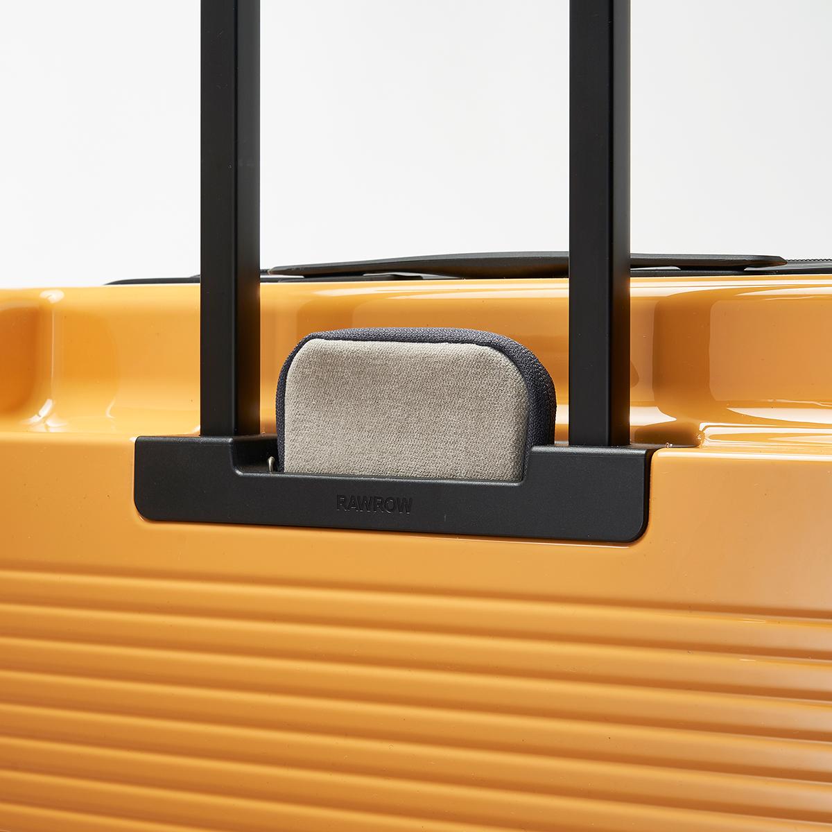 旅先で頻繁に出し入れするパスポートやチケット、地図、モバイルバッテリー等を収納できる「隠しポケット」も完備したスーツケースセット| RAWROW | R TRUNK LITE