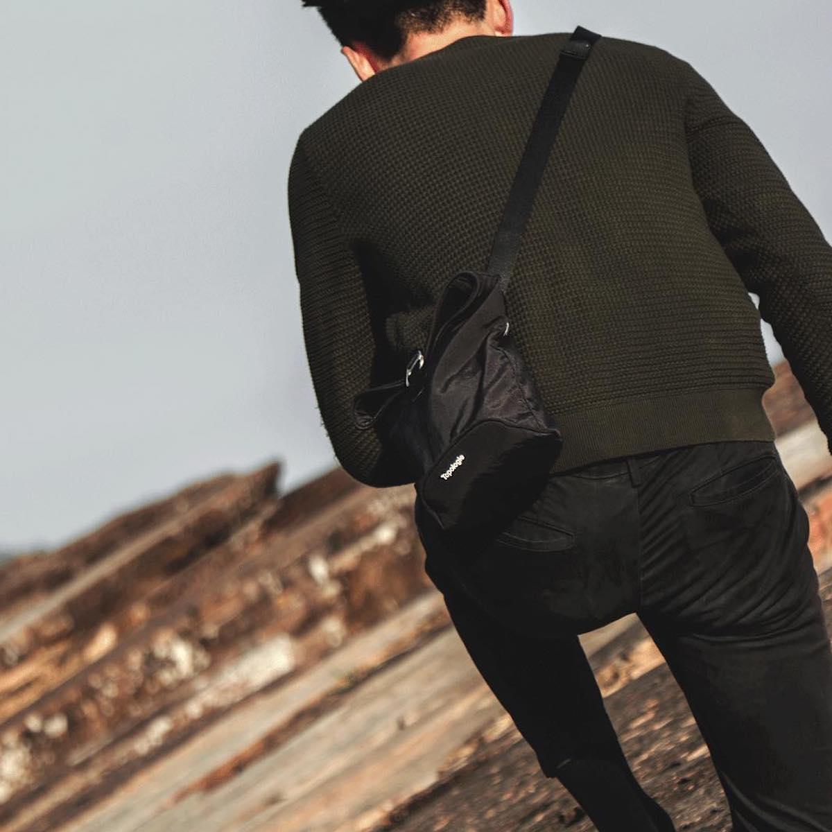 ①長時間背負っても快適!|超軽量、動きを邪魔しない、荷重を分散、ミニマムデザインの4WAYウエストバッグ | Topologie