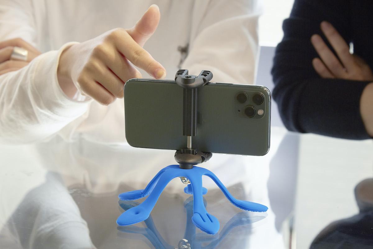 撮影も動画視聴も快適。柔軟な5本足でスマホやカメラをどこにでも固定できるスマホ&カメラ用スタンド| miggo
