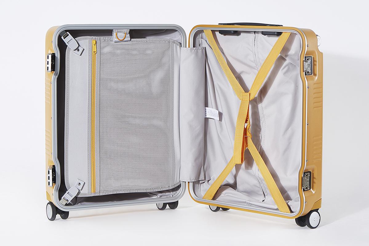 内側上部の2種類のループは手持ちのカラビナ付きポーチを掛けたり、ジャケットの吊り下げ収納できたりするスーツケース(88L・7泊〜)|RAWROW