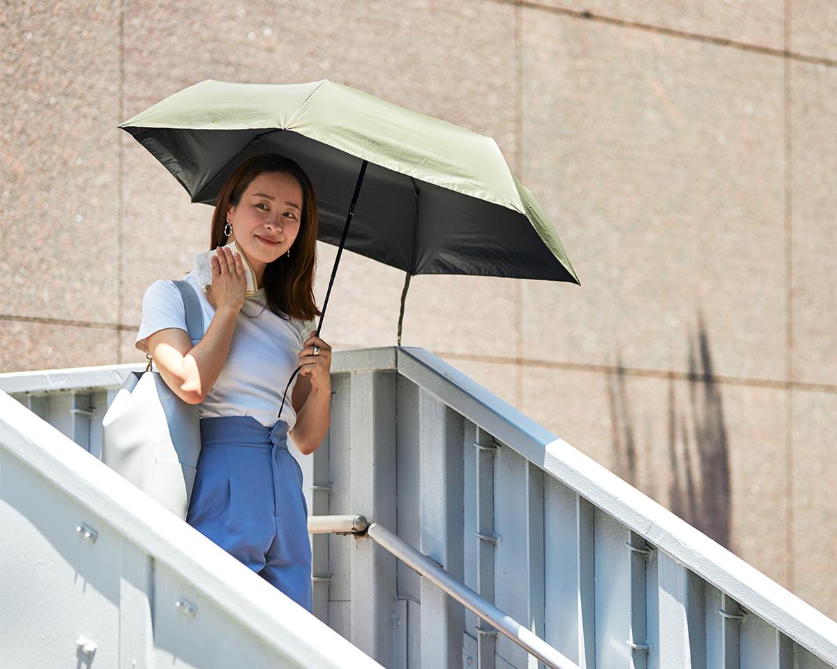 遮光傘があるのとないのとでは、直射日光の強い夏場の暑さの体感がまるで違う日傘・雨傘|《晴雨兼用》指1本でカンタン開閉!丈夫なコーデュラ生地で仕立てた「自動開閉式折りたたみ遮光傘」|HEAT BLOCK ×CORDURA Fabric|VERYKAL LARGE