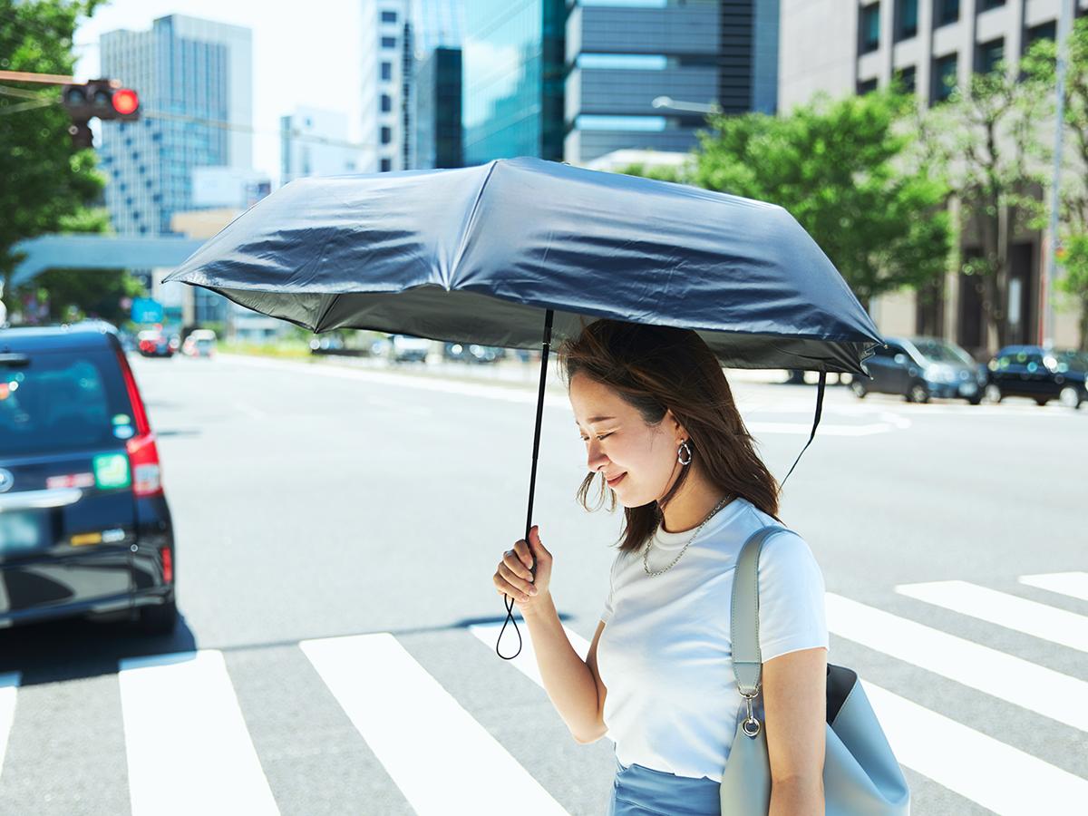 傘生地の裏面が完全遮光フィルムを圧着した2層構造の「ヒートブロック」仕様の日傘・雨傘|《晴雨兼用》指1本でカンタン開閉!丈夫なコーデュラ生地で仕立てた「自動開閉式折りたたみ遮光傘」|HEAT BLOCK ×CORDURA Fabric|VERYKAL LARGE