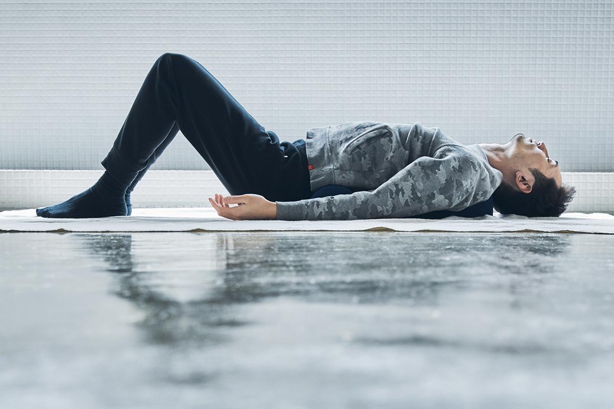 安全性が高いからスポーツ初心者や高齢の人も安心して、効果的なストレッチができます。予約殺到「ソリデンテ南青山」サロンの技を自宅で体感できる「ストレッチ枕」|ミオドレ式寝るだけストレッチ枕