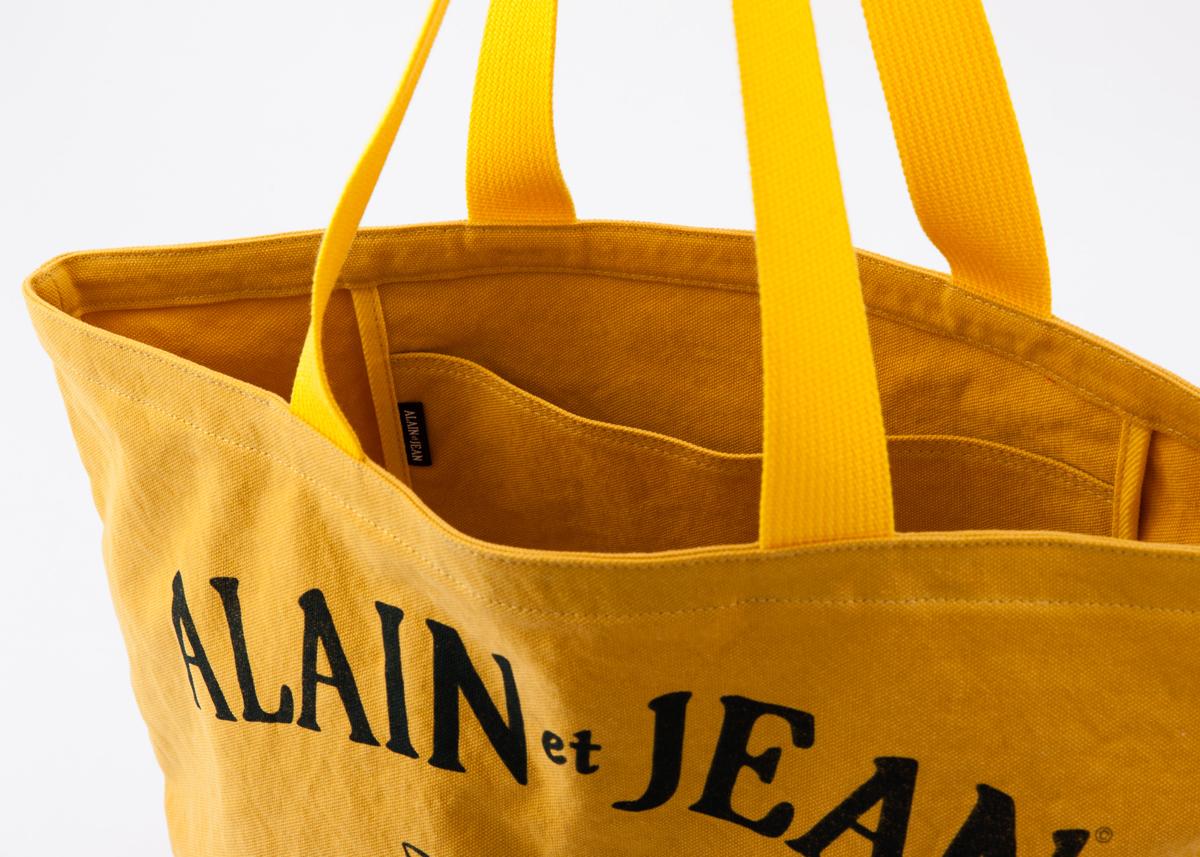 内側にポケットが付いた猫柄の黄色いトートバッグ