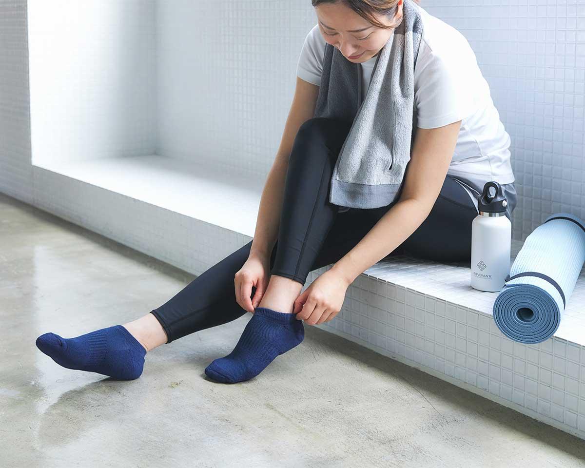 指先や足裏の汗をいっぱい吸って、どんどん逃がしてくれるから、ムレも、ベタつきも、ずっと少なく感じる|消臭効果、サラサラ効果が続く、美濃和紙を使った和紙靴下・和紙ソックス