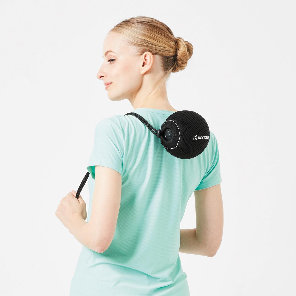 持ち手のあるアシストカバーつきだから一人でも、本格ストレッチをカンタンにできる。毎分4000回の振動で、筋肉を奥深くから揺さぶるストレッチボール|Dr.Air 3Dコンディショニングボール