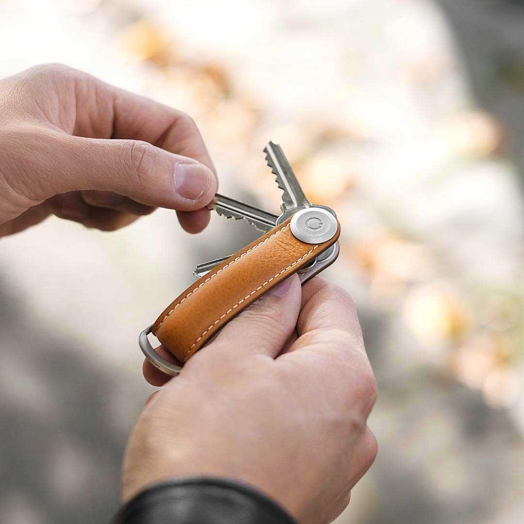 電子キーもCHIPOLOもスマートに付けられるスライド式リング|Orbitkey Ring silver
