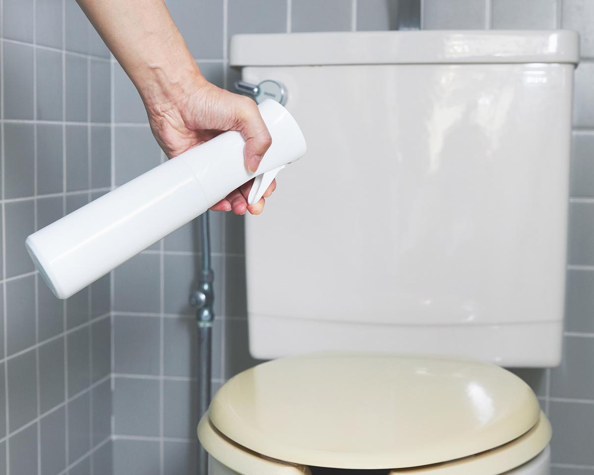 トイレは『CELSION』をスプレー後は、うっかり10日くらい経っても、目立つ黒ずみができません。プロ級の抗菌コート!強い酸化力で、菌・カビ・匂いを分解する「マイクロミストスプレー」|CELSION(セルシオン)