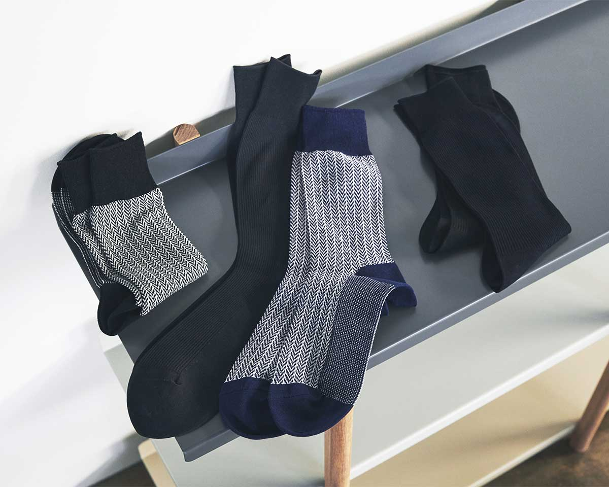 和紙は多孔質構造なので、吸水・放湿性が高い素材です。|消臭効果、サラサラ効果が続く、美濃和紙を使った和紙靴下・和紙ソックス
