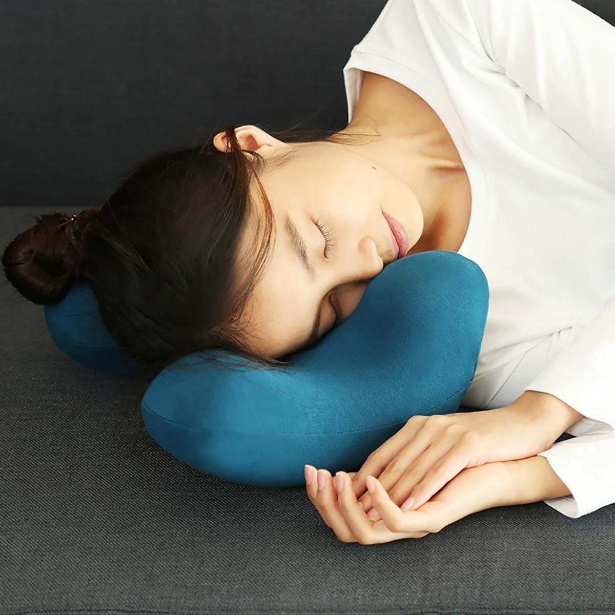 頭が安定する設計で、映画鑑賞もごろ寝も「頭がラク」|ソファピロー